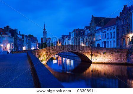 Dijver Spiegelrei street from canal during night