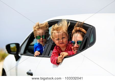 family with kids travel by car