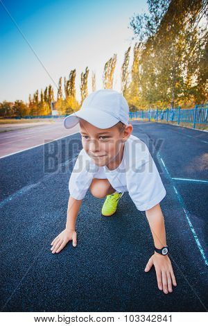 Boy on the start ready to run