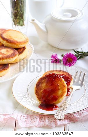 Welsh Cakes With Strawberry Jam