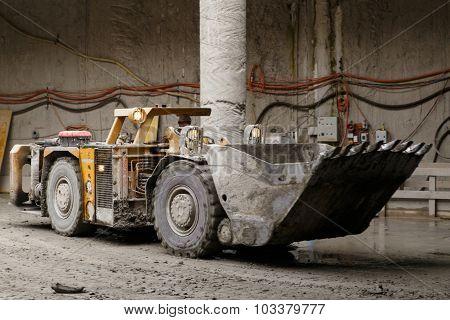 Tunnel construction dump truck