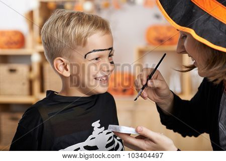 Painting face