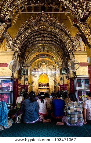 Praying At The Mahamuni Paya