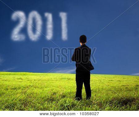 empresario viendo la nube 2011