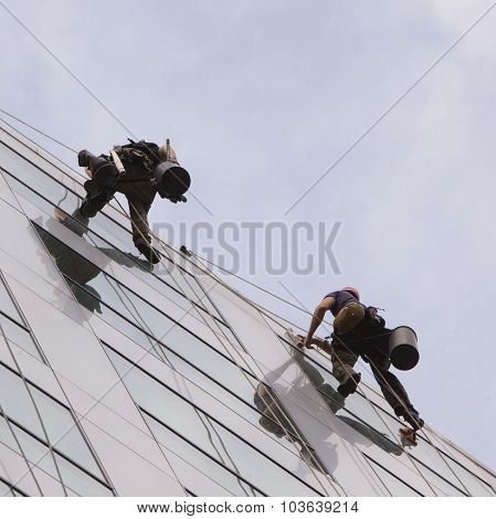 Climbers Wash Windows