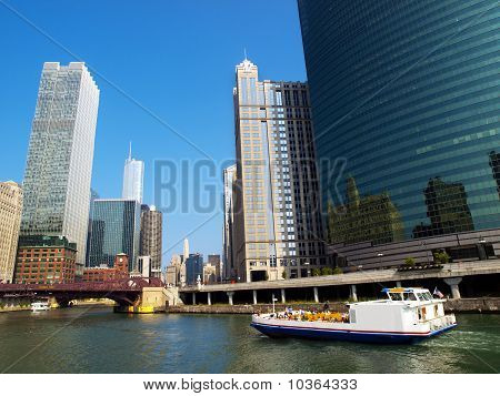 Crusing In The Chicago River
