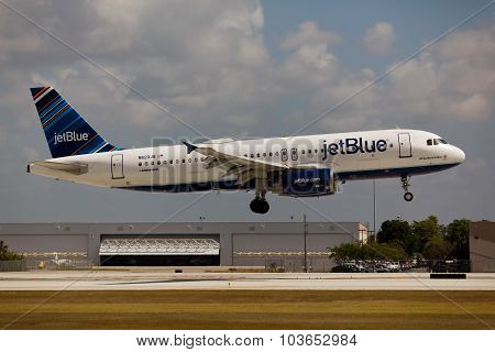 FORT LAUDERDALE, USA - JUNE 2, 2015: A JetBlue Airbus A320 landing.