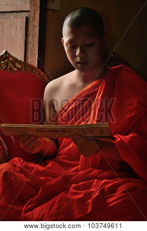 Chiangmai, Thailand - Oct 1 2015 : Everyday Very Early In The Morning, Monk Chant Mantra In Front Of