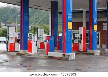 Yx Gas Station
