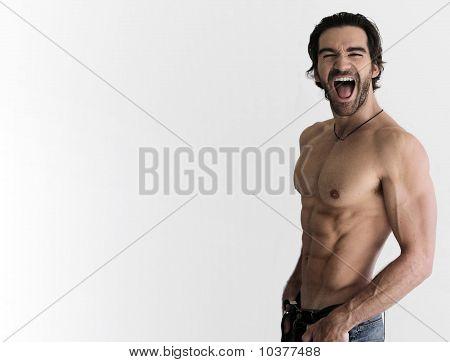Homem sem camisa sexy