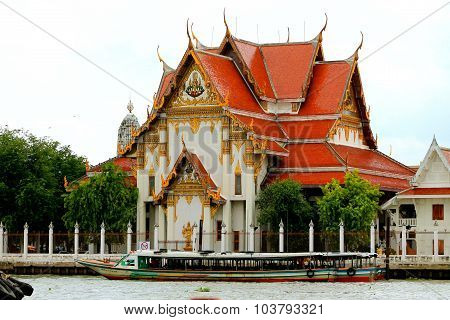 Wat on the Chao Phraya River