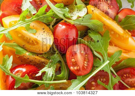 healthy tomato salad with arugula