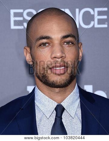 LOS ANGELES - SEP 26:  Kendrick Sampson arrives to the TGIT Premiere Red Carpet Event  on September 26, 2015 in Hollywood, CA.