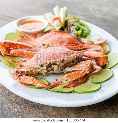 steam red crab with lemon lime and spicy seafood sauce