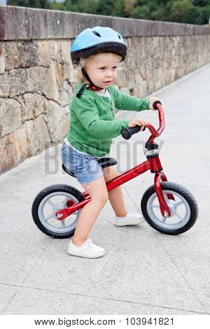 Little kid riding his bike down the streetl