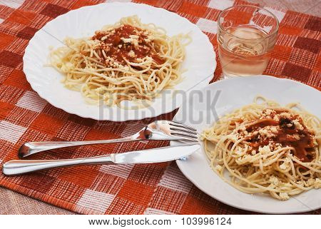 Tasty Spaghetti With Sauce And White Wine