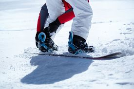 pic of snowboarding  - Snowboarder prepared for snowboarding - JPG