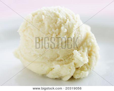 cucharada de helado de vainilla