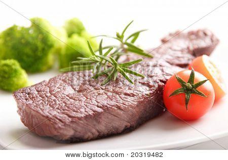 zartes Rindfleisch Filetsteak mit Rosmarin, Baby Tomaten und broccoli