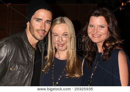 LOS ANGELES - el 17 de mayo: Brandon Beemer, Jennifer Gareis, Heather Tom en el Celebrat negrita & hermosa