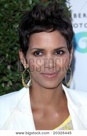 LOS ANGELES - MAY 19:  Halle Berry arriving at the Opening Night of the Beauty Culture Exhibit at The Annenberg Space For Photography on May 19, 2011 in Century City, CA
