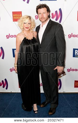 LOS ANGELES - APR 10: Tori Spelling (L) and Dean McDermott (R) arrive at the 22nd annual GLAAD Media Awards at Westin Bonaventure Hotel on April 10, 2011 in Los Angeles, CA.