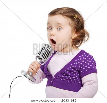 Little girl in violet sings into the microphone.
