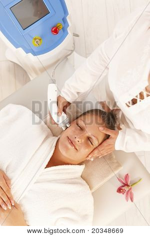 Young woman getting radio frequency cellulite treatment in day spa.?