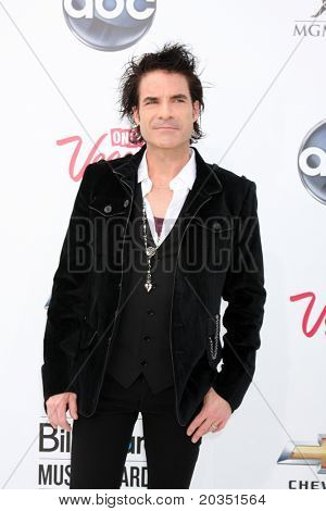 LAS VEGAS - MAY 22:  Pat Monahan arriving at the 2011 Billboard Music Awards at MGM Grand Garden Arena on May 22, 2010 in Las Vegas, NV.