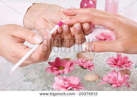 Manicre Behandlung im Wellness-Salon
