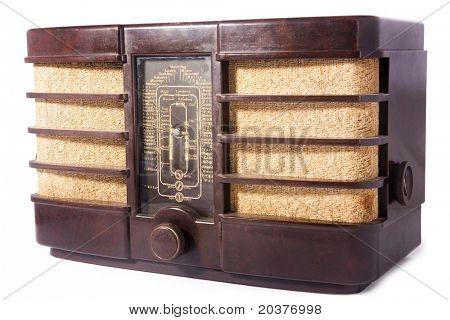 antiguo vintage radio, blanco aislado, trazado de recorte incluido
