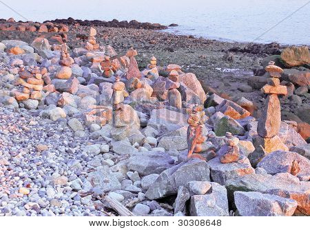 Piedra cruzadas y otras figuras de piedras