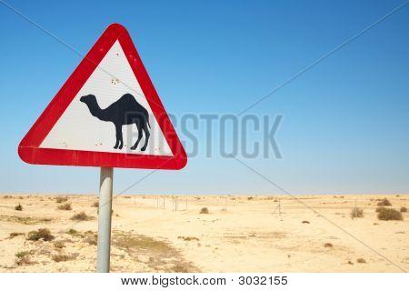 Señal de advertencia de camello