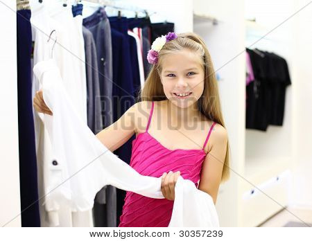 Little girl doing shopping