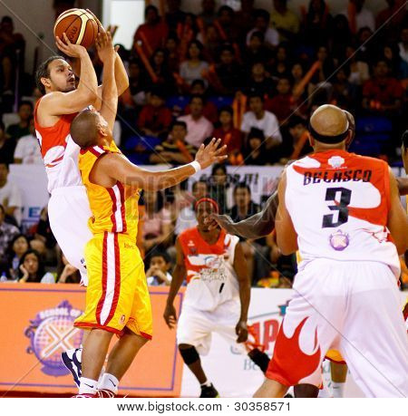 KUALA LUMPUR - FEBRUARY 19: Malaysian Dragons' Ernani Pacana shoots at the ASEAN Basketball League match against Singapore Slingers on February 19, 2012 in Kuala Lumpur, Malaysia. Dragons won 86-71.
