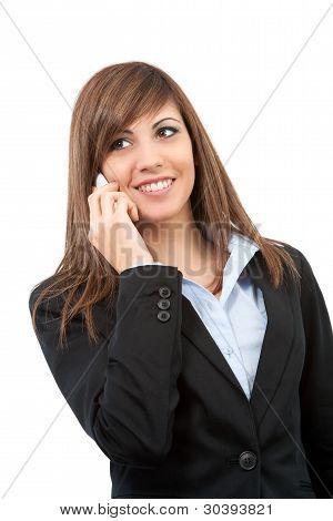 Retrato de sonriente mujer de negocios en el teléfono celular.
