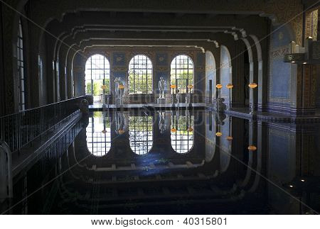 Piscina do castelo Hearst