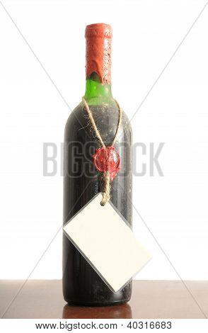 Garrafa de vinho velho empoeirado