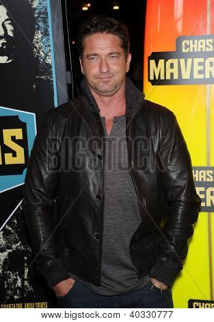 LOS ANGELES - OCT 18:  Gerard Butler arrives to