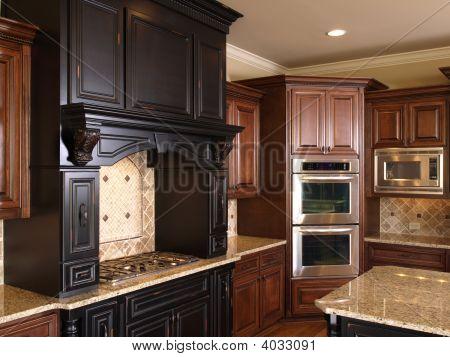 Luxury Center Island Kitchen Burners & Oven