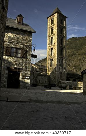 Erill-la-vall Square