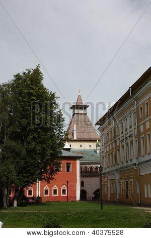 Rostov Kremlin. Samuilov Corps and Water Tower.