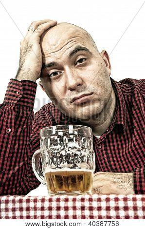 Bebedor de cerveza triste