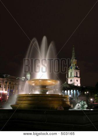 Fountain - Trafafalgar Square By Night