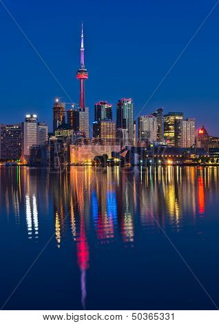 Vibrant Toronto Skyline With Reflection