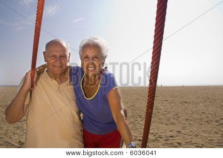 Pareja Senior en la playa