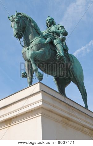 Maximilian Von Bayern Statue