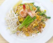 stir-fried rice noodles (Pad Thai)