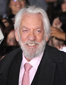 LOS ANGELES - NOV 18:  Donald Sutherland arrives to the