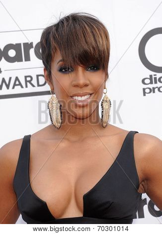 LAS VEGAS - MAY 18:  Kelly Rowland arrives to the Billboard Music Awards 2014  on May 18, 2014 in Las Vegas, NV.